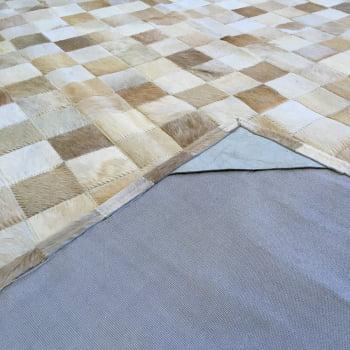 Tapete de couro bege malhado 2,00x2,50 sem borda peça 7x7cm