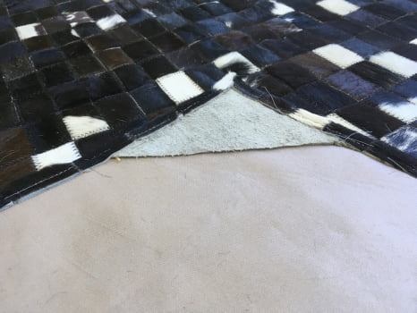 Tapete De Couro Preto Branco E Malhado 1,00x1,50 Sem Bordas